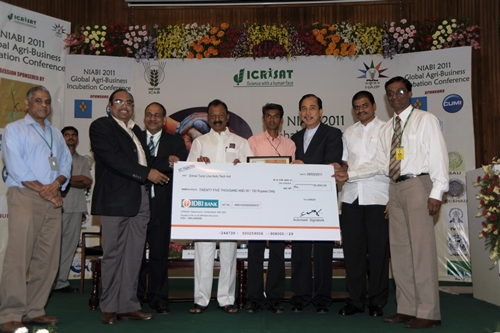 TNAU Incubatee Mr. Raj Kumar along with TNAU team recieves the prestigeous NIABI 2011 National Award for- Best Incubatee